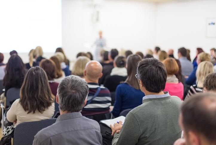 vue d'ensemble de participants de dos lors d'un événement scientifique adrinord